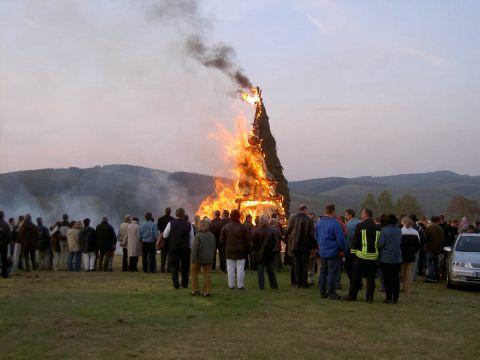 Osterfeuer 2003: Gut besucht – wie immer!