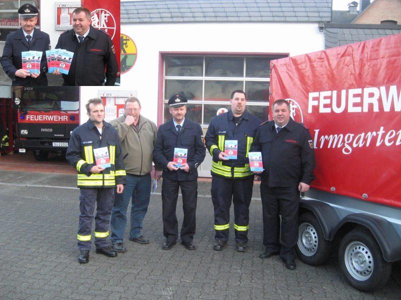 Feuerwehr Irmgarteichen: Übergabe des neuen Anhängers und Vorstellung des Festbuches