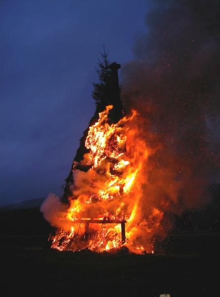 Traditionsreiches Osterfeuer in Irmgarteichern
