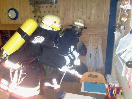 Gemeinsame Übung der Feuerwehren Irmgrteichen, Hainchen und Rittershausen beim Kindergarten