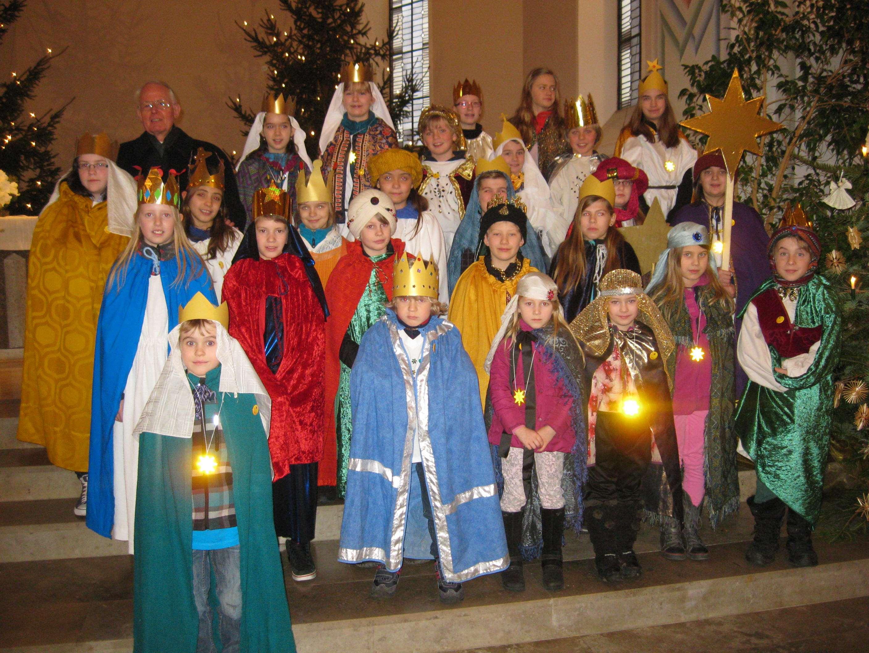 Sternsinger unterwegs. Empfangsgottesdienst in der Pfarrkirche Irmgarteichen.