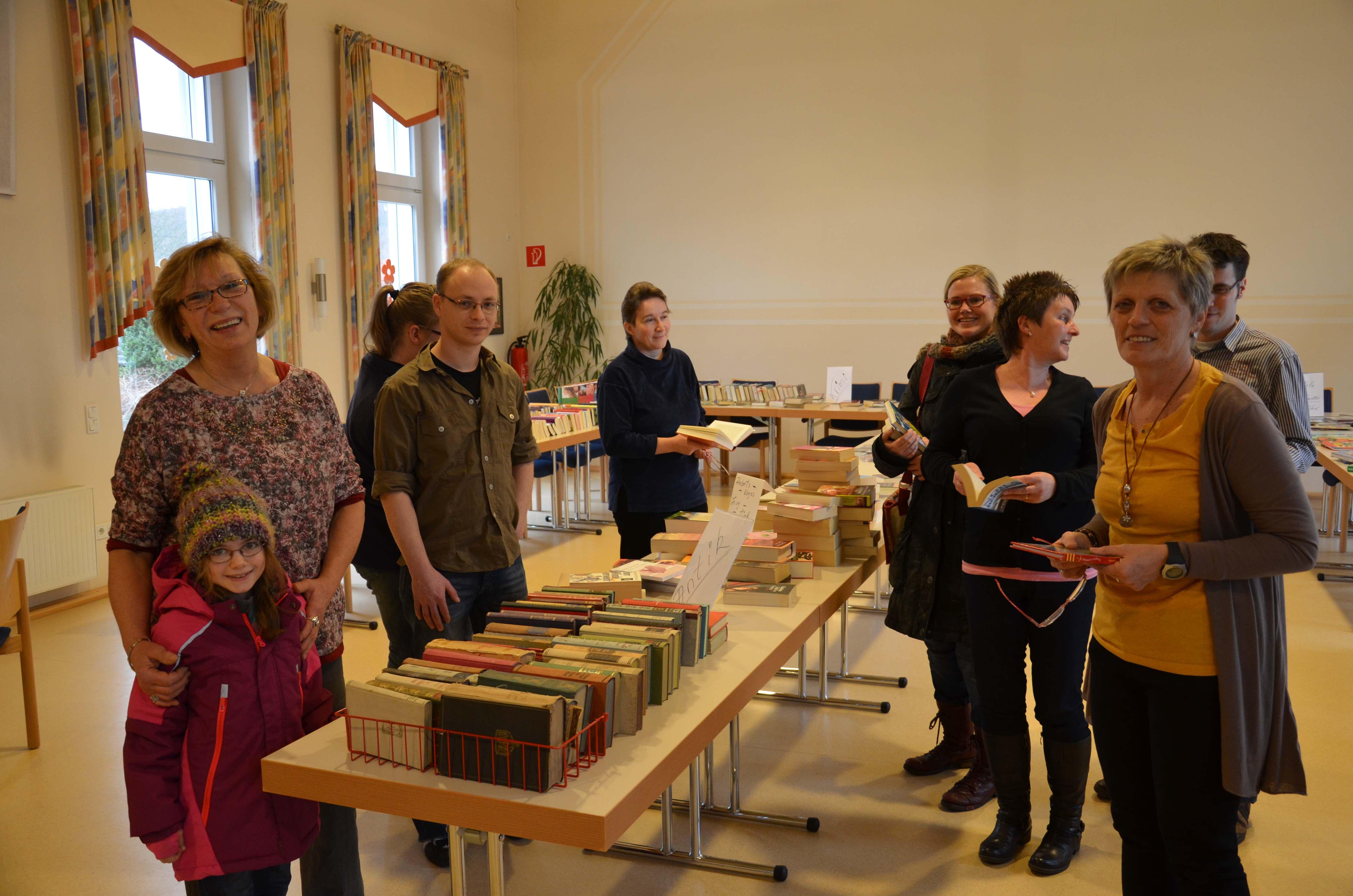 Bücherflohmarkt mit guter Resonanz – Zahlreiche Familien mit Kindern stöberten im Haus Cäcilia