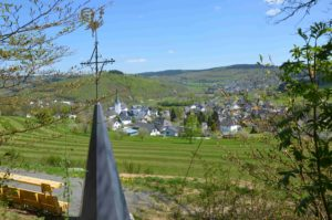 """Tag des Wanderns"" am Samstag, 14. Mai – Attraktive Rundwege im Johannland, Turmkreuz auf dem Pfarrberg"