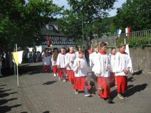 Feierliche Dreifaltigkeitsprozession durchs Johannland