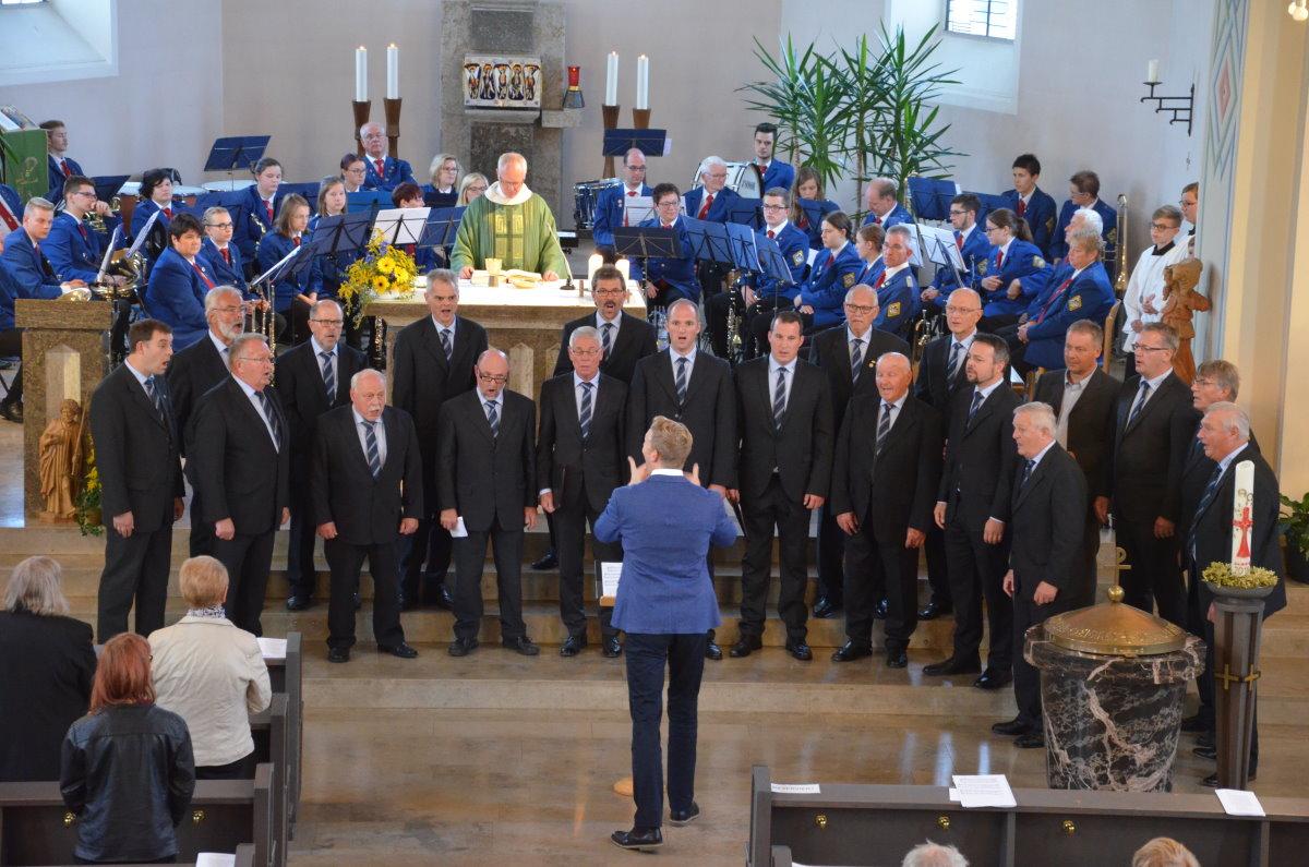 Vom Himmel in die Herzen – Musikkapelle Irmgarteichen mit grandiosem Feuerwerk zum 100. Geburtstag