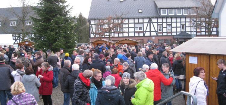 Blasmusik zum Glühweinduft – Ortsvereine gestalten bereits 40. Weihnachtsmarkt